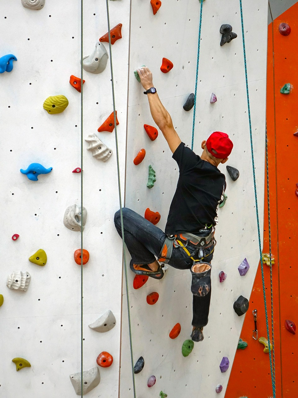 Climbing is one of the things to try this weekend, as it is good for your physical, mental and social health ... photo by CC user cegoh on pixabay